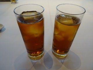 頤和園 霞ヶ関店   冷し烏龍茶   ホットは有料と言われてつい「では冷やで」と言ってしまった。貧乏症が抜けていないな〜