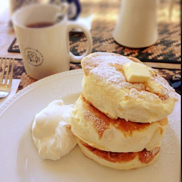 Micasadeco&Cafe   羽毛布団のようにふわふわなリコッタチーズパンケーキ! フォークに刺さらないww  美味しすぎてすぐに食べ終わった(´・ω・)