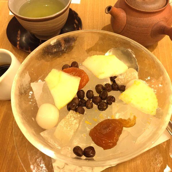無性にnanahaの柚子蜜かんてんが食べたくなってお給料日なので行ってきた。今の季節(12月)は洋梨が入っていたよ。お茶は茎茶にしたら苦み強め