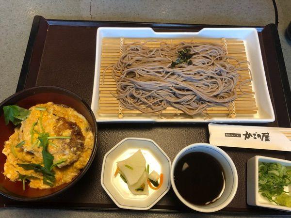 かごの屋 姫路市民会館前店。そばとミニカツ丼セット。990円。